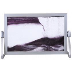 Obraz w formacie 15×21 cm, oprawiony w ramę  aluminiową z podstawką metalową z fioletowym piaskiem